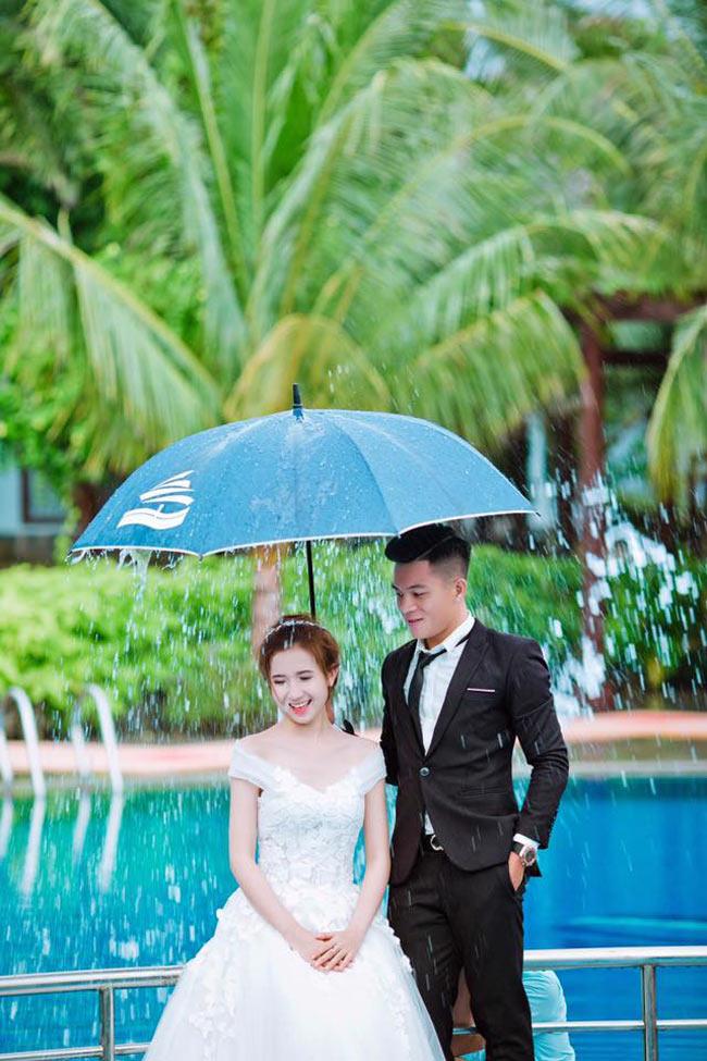 """""""Nóng bừng"""" vì 4 cô vợ hot girl gợi cảm của chân sút Việt - hình ảnh 13"""