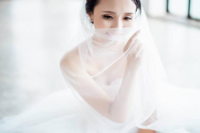 """""""Nóng bừng"""" vì 4 cô vợ hot girl gợi cảm của chân sút Việt - hình ảnh 19"""