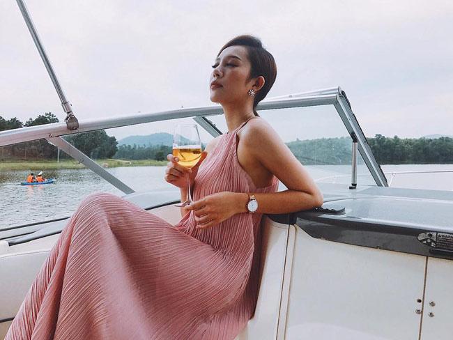 """Đẫy đà mơn mởn, hot girl Quảng Ninh vẫn bại dưới tay """"cô gái chân khoèo"""" - hình ảnh 12"""