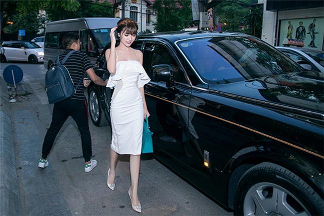 """Mỹ nữ Vũng Tàu đi siêu xe 70 tỷ phải """"dè chừng"""" đám cưới của người đẹp này - hình ảnh 14"""