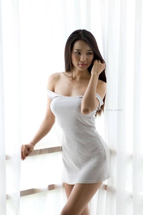 Bà xã Ưng Hoàng Phúc nóng bỏng hơn gái 18 nhờ cách này! - hình ảnh 1