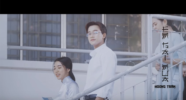 Mê mẩn vẻ điển trai của thầy giáo trong MV Hương Tràm - hình ảnh 3