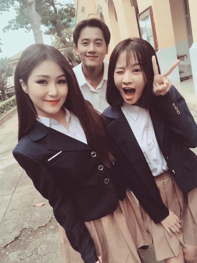 Mê mẩn vẻ điển trai của thầy giáo trong MV Hương Tràm - hình ảnh 7