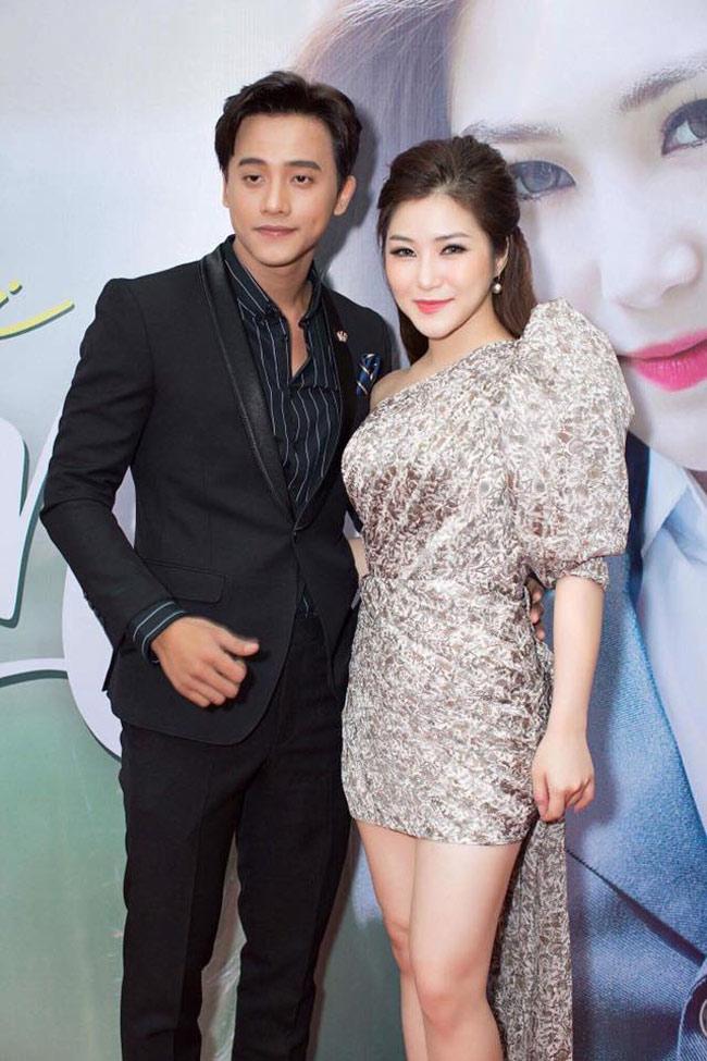 Mê mẩn vẻ điển trai của thầy giáo trong MV Hương Tràm - hình ảnh 8