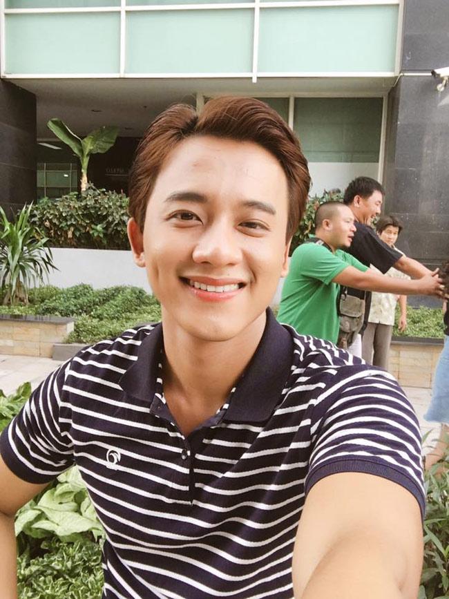 Mê mẩn vẻ điển trai của thầy giáo trong MV Hương Tràm - hình ảnh 12