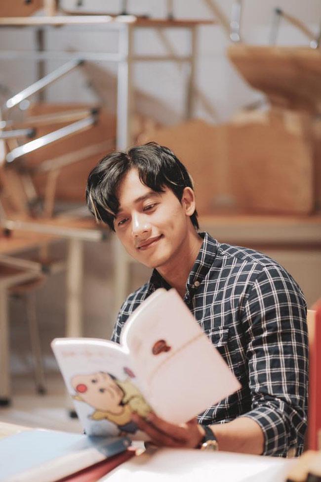 Mê mẩn vẻ điển trai của thầy giáo trong MV Hương Tràm - hình ảnh 16