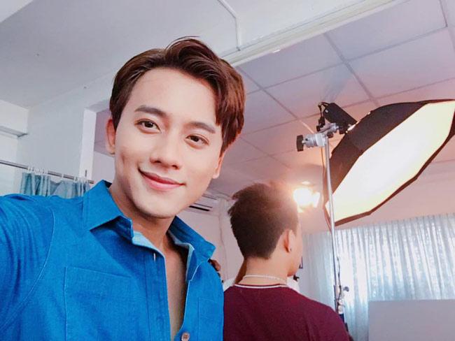 Mê mẩn vẻ điển trai của thầy giáo trong MV Hương Tràm - hình ảnh 17