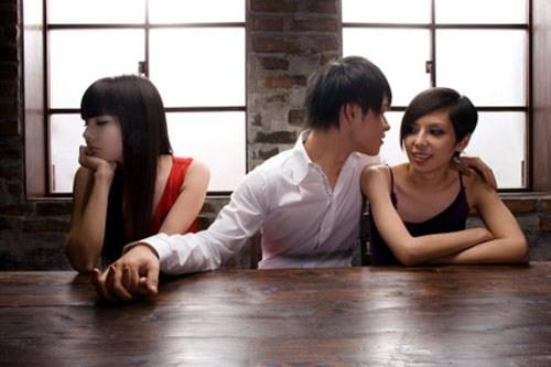 Lạ đời hai cô gái bị lừa đau đớn vẫn si mê gã Sở Khanh - hình ảnh 2