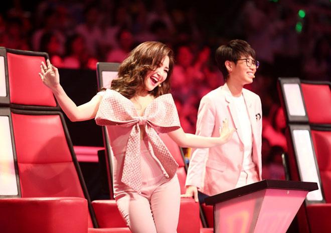 Hương Tràm nhún nhảy cuồng nhiệt, phá lệ hát cùng học trò The Voice Kids - hình ảnh 2