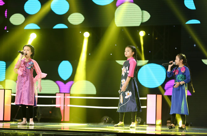 Hương Tràm nhún nhảy cuồng nhiệt, phá lệ hát cùng học trò The Voice Kids - hình ảnh 4