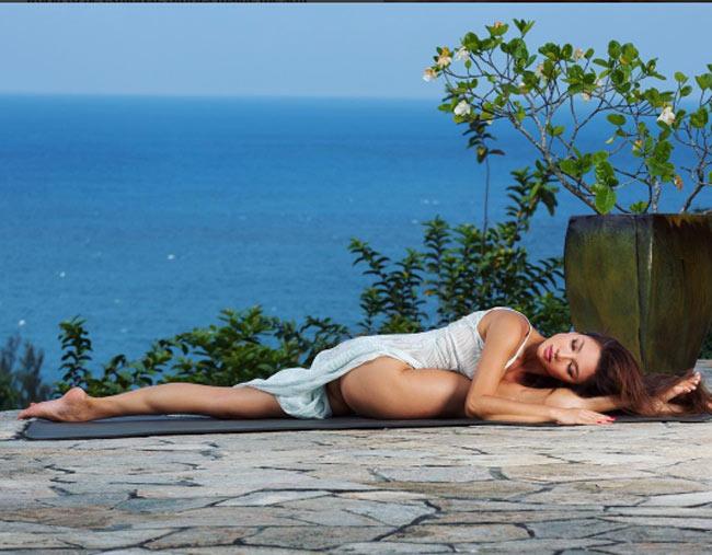 """""""Ngây dại"""" vì đường cong uyển chuyển như sóng của mỹ nữ yoga sexy nhất thế giới - hình ảnh 6"""