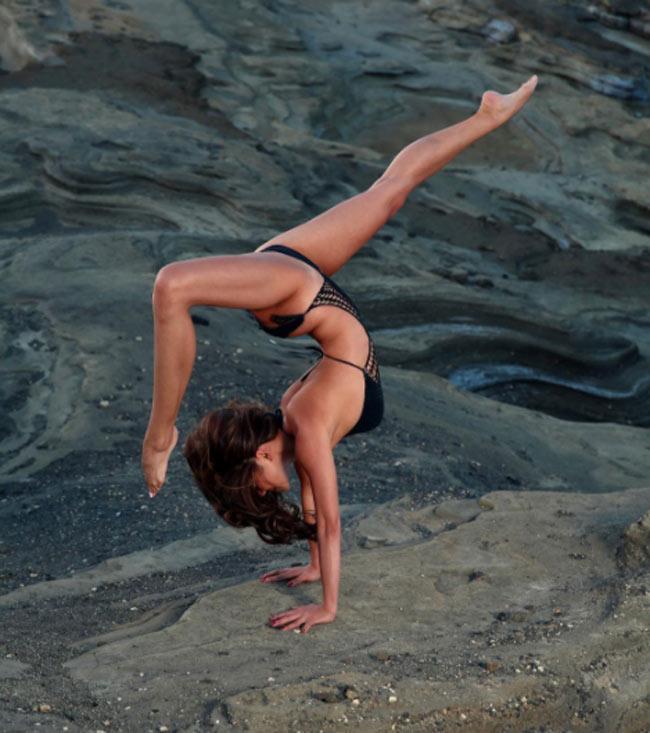"""""""Ngây dại"""" vì đường cong uyển chuyển như sóng của mỹ nữ yoga sexy nhất thế giới - hình ảnh 7"""