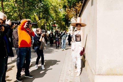 """Sau lùm xùm với Tâm Tít, Maya thừa """"lồng lộn"""", thiếu tinh tế ở Paris - hình ảnh 3"""