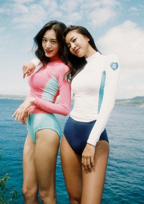 Diện áo tắm thể thao, 2 kiều nữ Hàn Quốc đẹp không cần cố gắng - hình ảnh 2