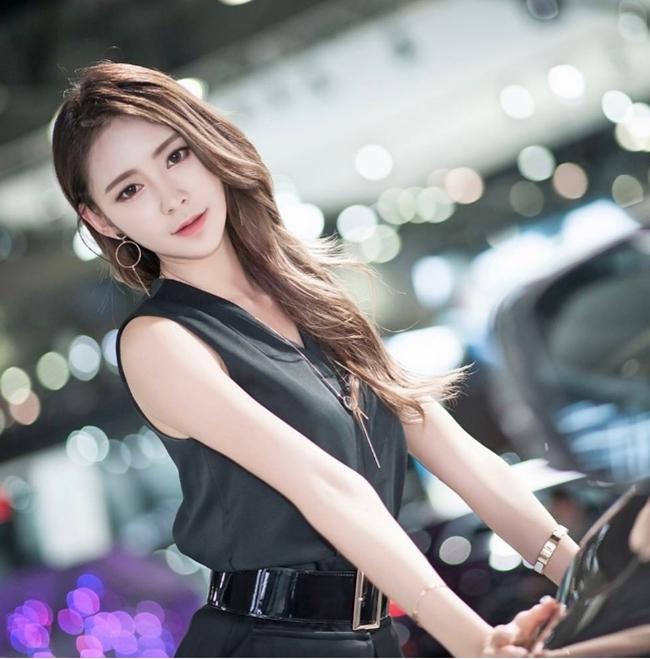 Ngả nghiêng vì nét sexy chết người của mẫu hội chợ đẹp nhất xứ Hàn - hình ảnh 6