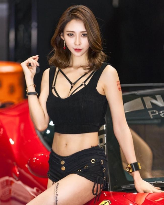 Ngả nghiêng vì nét sexy chết người của mẫu hội chợ đẹp nhất xứ Hàn - hình ảnh 11