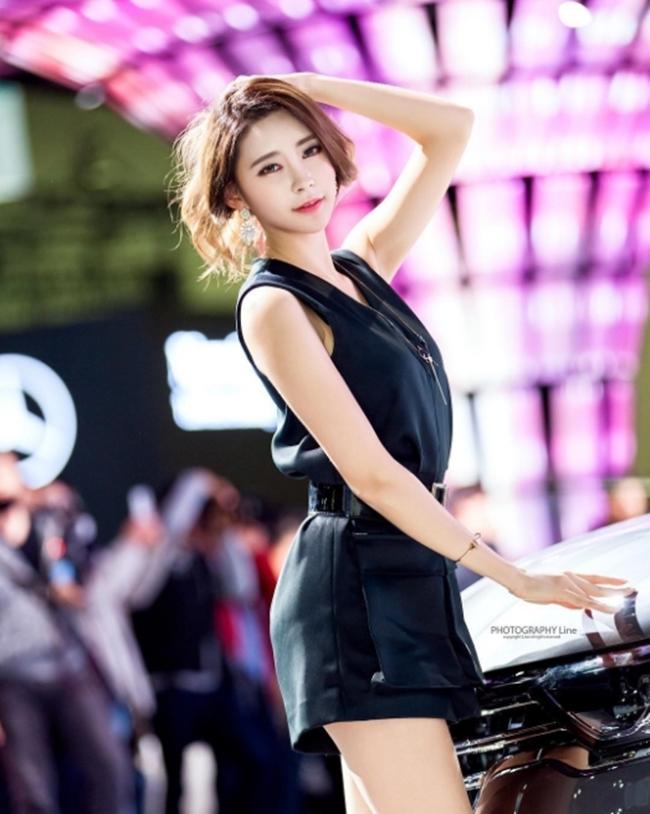 Ngả nghiêng vì nét sexy chết người của mẫu hội chợ đẹp nhất xứ Hàn - hình ảnh 13