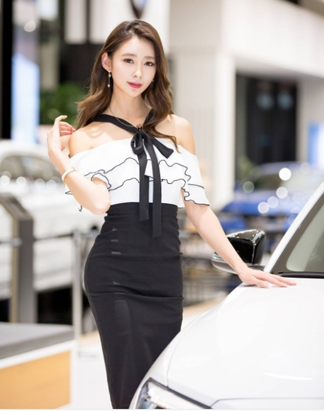 Ngả nghiêng vì nét sexy chết người của mẫu hội chợ đẹp nhất xứ Hàn - hình ảnh 16