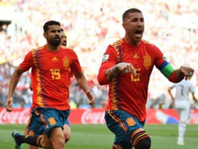 """Chiêu trò World Cup: """"Đại ca"""" Ramos giở võ judo, SAO Nga phản lưới"""