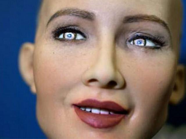 Sửng sốt trước cuộc đối thoại của robot Sophia với Trưởng đặc khu Hong Kong
