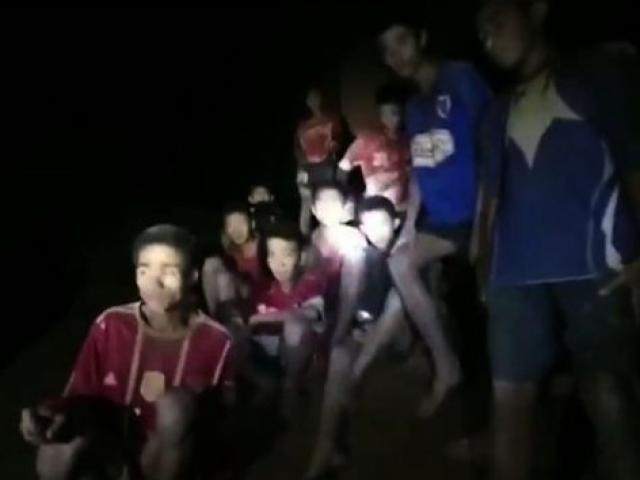 Đội bóng mất tích trong hang Thái Lan: Tìm thấy nhưng cứu ra kiểu gì?