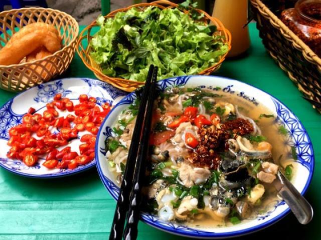 """Những quán bún ốc ăn """"giải nhiệt"""" ngày nắng nóng điên đảo ở Hà Nội"""