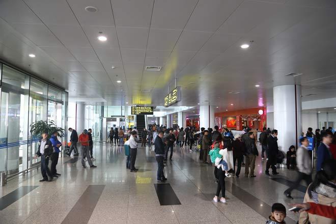Giả mạo nhân viên sân bay lừa hành khách số tiền lớn - 1