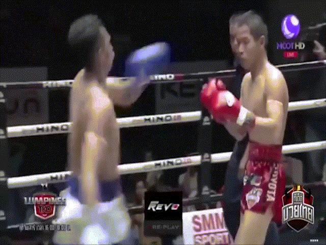 """Kinh hoàng Muay Thái: Hùng hổ """"đòi ăn"""" đối thủ, 1 giây ngất luôn tại chỗ"""
