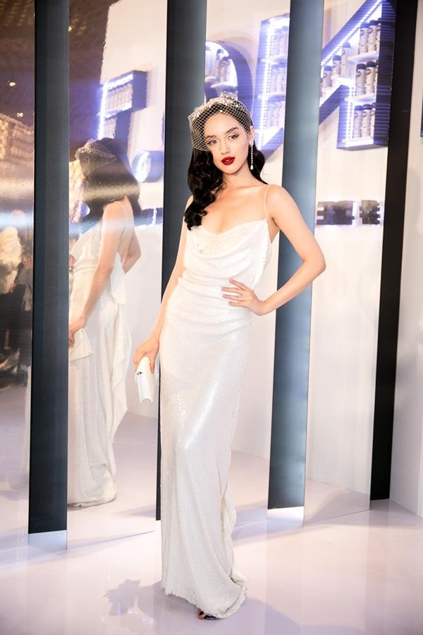 2 hot girl Hà thành bất phân thắng bại trong Top mặc đẹp tuần - hình ảnh 1