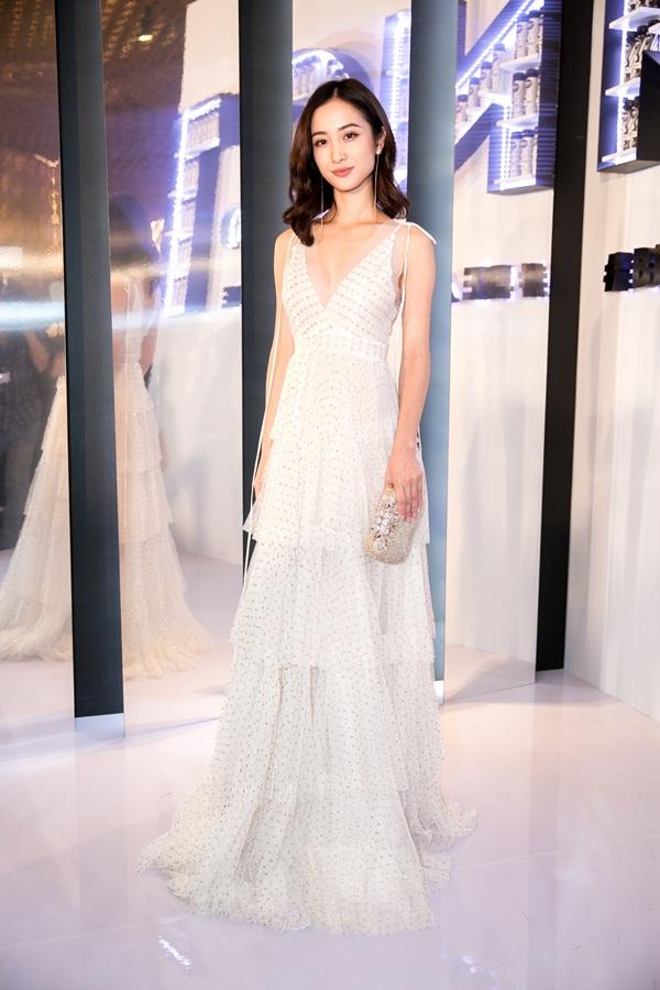 2 hot girl Hà thành bất phân thắng bại trong Top mặc đẹp tuần - hình ảnh 2