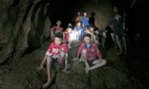 Bí quyết của HLV giúp đội bóng Thái Lan sống sót 9 ngày trong hang sâu - 1