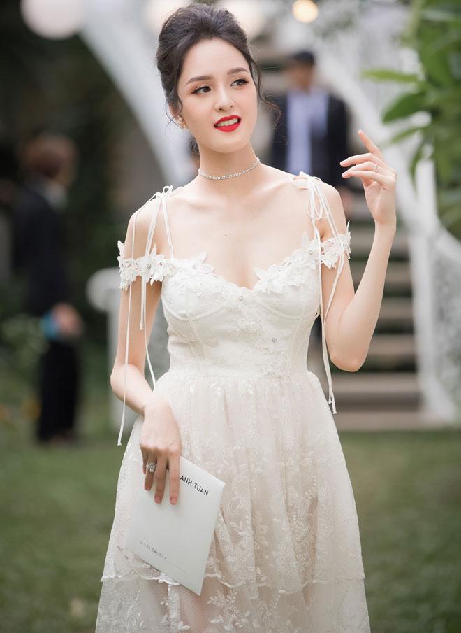 Á hậu Huyền My lấp ló ngực đầy trong làn váy trắng mỏng manh - hình ảnh 7