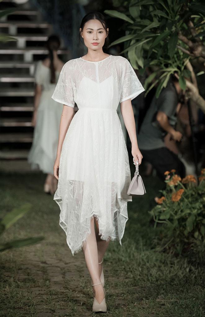 Á hậu Huyền My lấp ló ngực đầy trong làn váy trắng mỏng manh - hình ảnh 14
