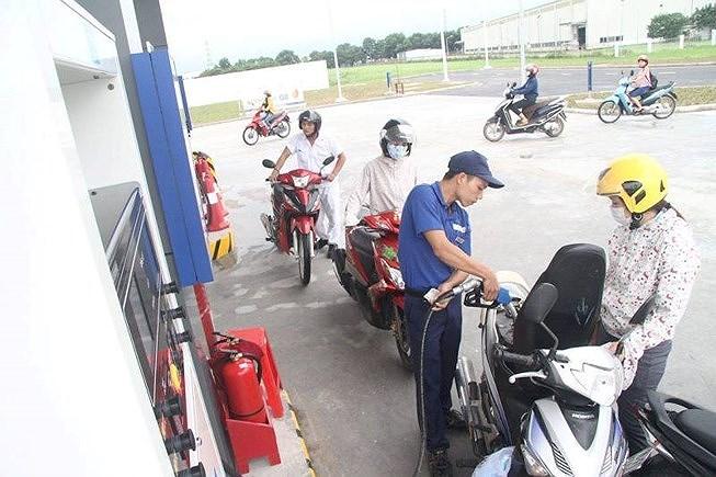 Giá xăng dầu được điều chỉnh như thế nào trong chiều nay? - 1