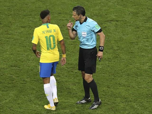"""""""Kịch sĩ"""" Neymar - Brazil kêu gào đòi penalty: VAR lên tiếng, Bỉ thót tim"""
