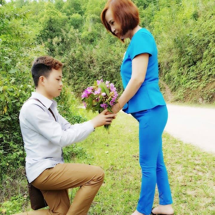 Chuyện ít biết về mối tình đẹp như mơ giữa cô dâu 61 tuổi và chú rể 26 tuổi - 1