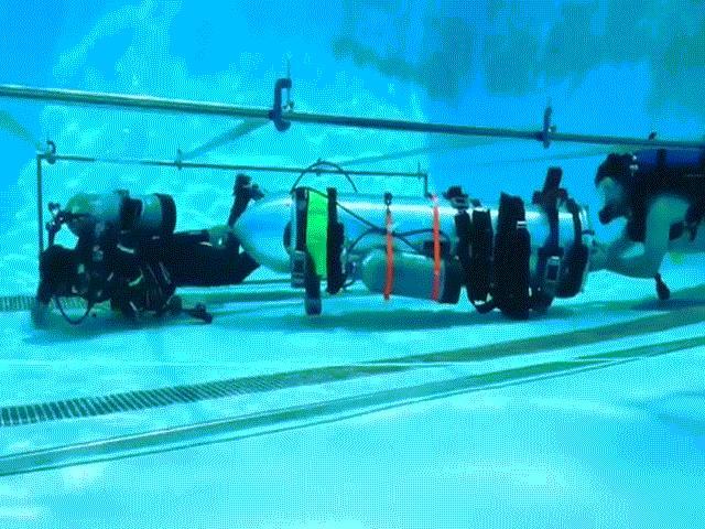 Giải cứu đội bóng Thái Lan: Hạ thủy tàu ngầm mini đóng trong 8 tiếng