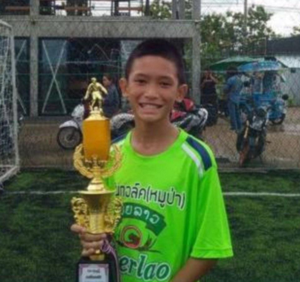 Giải cứu đội bóng Thái Lan: Gia đình sẽ không được ôm hôn khi gặp mặt - 1