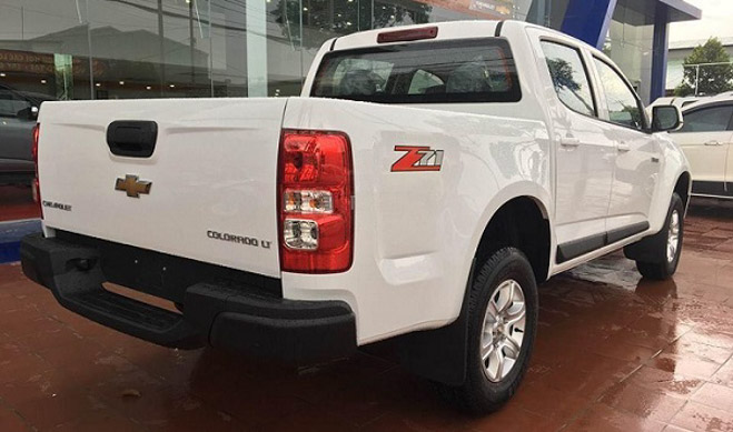So sánh Ford Ranger 2.2 XLS và Chevrolet Colorado 2.5 VGT : Phiên bản một cầu số tự động giá rẻ - 8