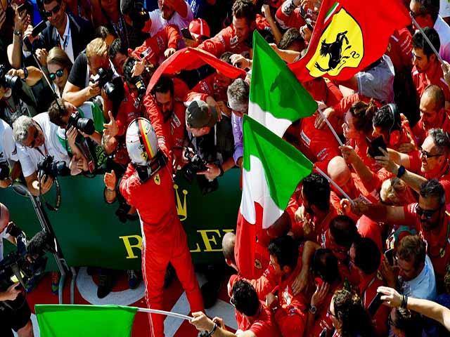 """Đua xe F1, British GP: """"Nhà vua"""" gục ngã, """"Ngựa chiến"""" hí vang"""