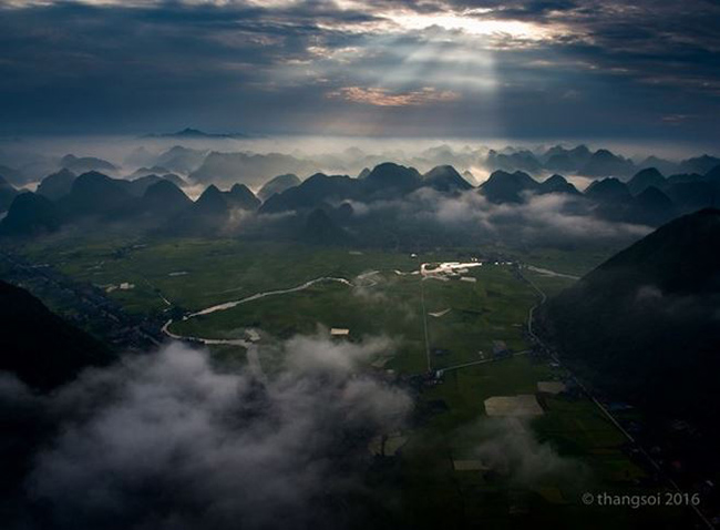 There is no need to go far, Vietnam also has beautiful and sparkling scenes like this - 1