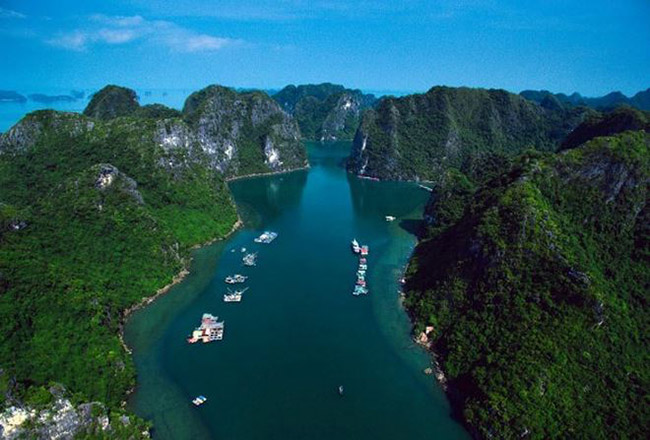 No need to go far, Vietnam also has beautiful and sparkling scenes like this - 8