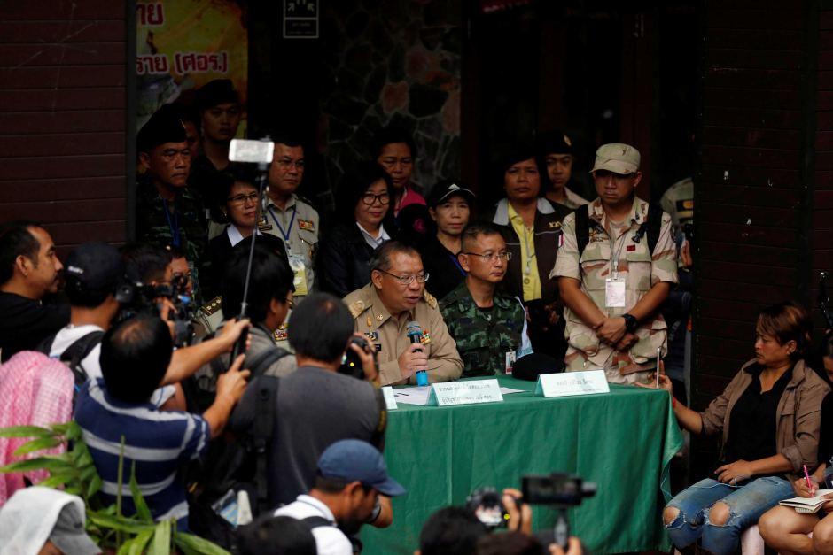 Lý do Thái Lan nhất quyết không hé lộ danh tính 8 cậu bé ra khỏi hang - 1