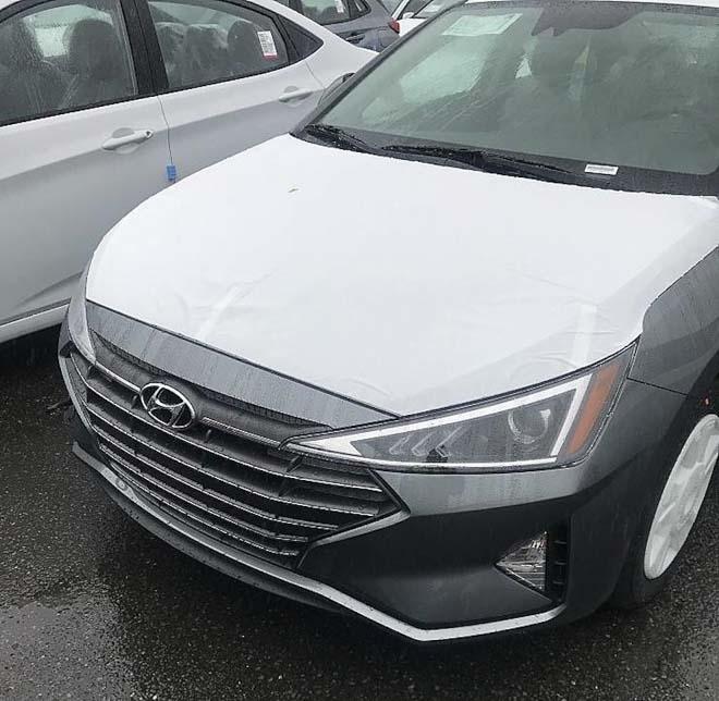 Hyundai Elantra 2019 rò rỉ hình ảnh thực tế: Sang trọng và quyến rũ hơn - 1