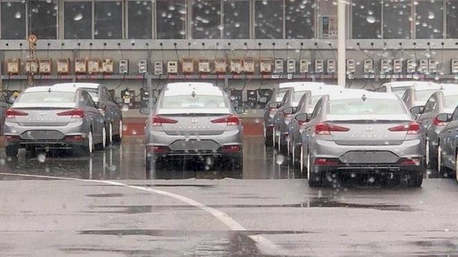 Hyundai Elantra 2019 rò rỉ hình ảnh thực tế: Sang trọng và quyến rũ hơn - 2
