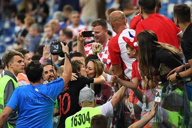 Dàn vợ và bạn gái xinh đẹp bốc lửa của tuyển Croatia - 1