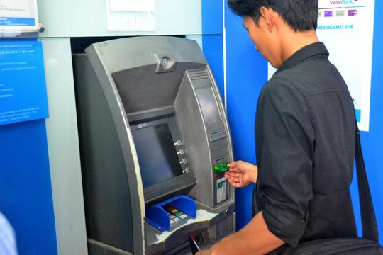 """Lần thứ 2 NHNN yêu cầu 4 """"ông lớn"""" dừng tăng phí rút tiền nội mạng ATM - 1"""