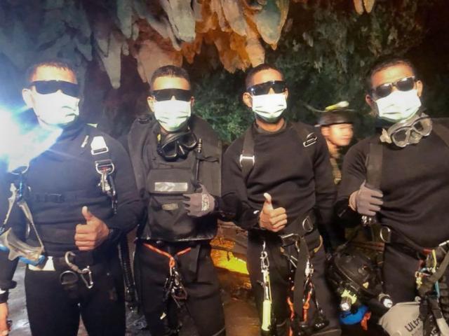 Cứu xong đội bóng Thái Lan, thợ lặn gặp sự cố suýt không thể ra ngoài
