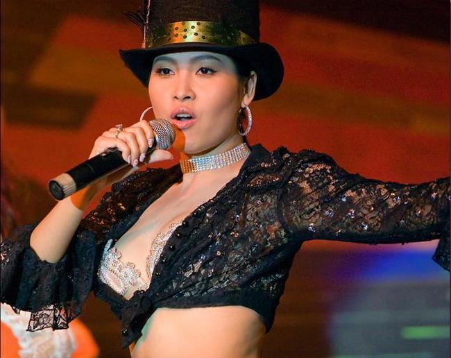 """Minh Thư đoạt danh hiệu Hoa hậu điện ảnh năm 1995. Trong bộ phim """"Gái nhảy"""" của đạo diễn Lê Hoàng, Minh Thư vào vai Hạnh """"cave""""."""