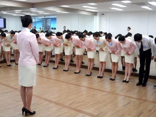 Nữ tiếp viên hàng không Hàn Quốc phải chịu những áp lực gì? - 4